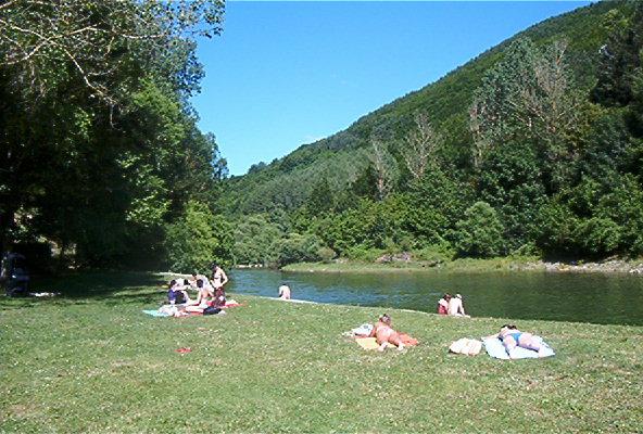 El albergue del pirineo grupos for Piscinas naturales ochagavia